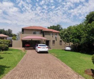 R 3,050,000 - 4 Bed Home For Sale in Essexwold