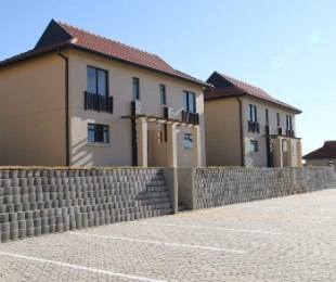 R 695,500 - 2 Bed House For Sale in Kidds Beach