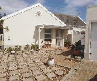 R 15,000 - 3 Bed House To Rent in Sunningdale