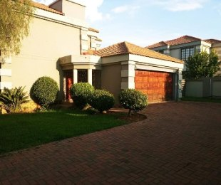 R 1,980,000 - 3 Bed House For Sale in Glen Marais