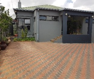 R 2,399,000 - 8 Bed Home For Sale in Kensington