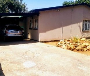 R 899,000 - 3 Bed House For Sale in Westdene