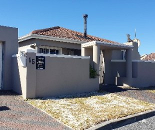 R 1,600,000 - 3 Bed Property For Sale in Muizenberg