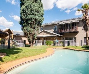 R 2,500,000 - 5 Bed House For Sale in Verwoerdpark