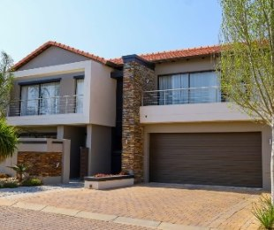 R 3,400,000 - 4 Bed Home For Sale in Blue Hills