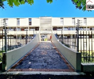 R 1,295,000 - 2 Bed Apartment For Sale in Essenwood