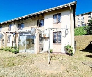 R 670,000 - 2 Bed House For Sale in Bellair