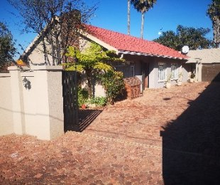 R 1,599,000 - 3 Bed House For Sale in Dawnview