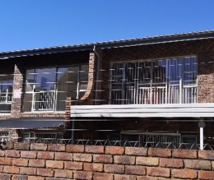 R 800,000 - 3 Bed Property For Sale in Brackendowns