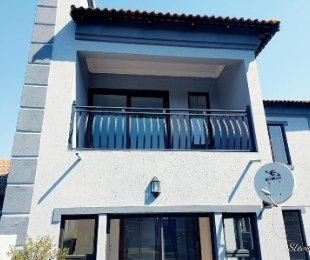 R 2,500,000 - 4 Bed House For Sale in Amberfield