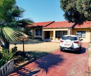 R 1,600,000 - 3 Bed House For Sale in Birch Acres